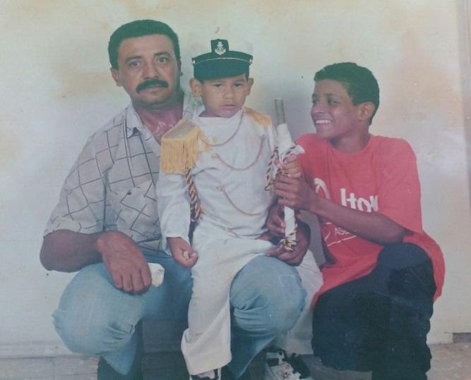 Farid junto Carlos Díaz (papá) y Carlos David Santana (sobrino). Crédito: Cortesía familiares. Archivo Particular.