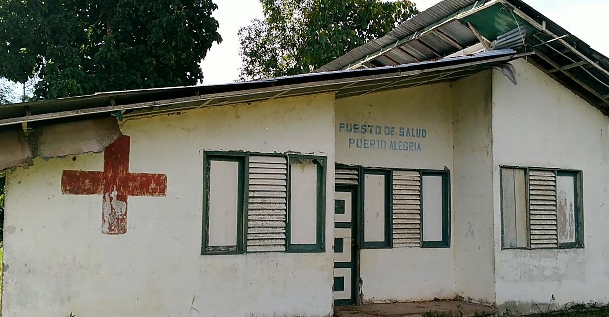 Un puesto de salud con sus puertas cerradas; es una construcción abandonada. Foto: Mauricio Orjuela.
