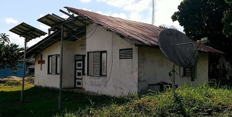 En estado de abandono se encuentra el puesto de salud de Puerto Alegría. Foto: Mauricio Orjuela.