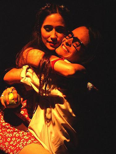 Angelitos empantanados de Teatro Matacandelas se estrenó en 1995 en Medellín y lleva más de 500 funciones. Foto cortesía: Teatro Matacandelas
