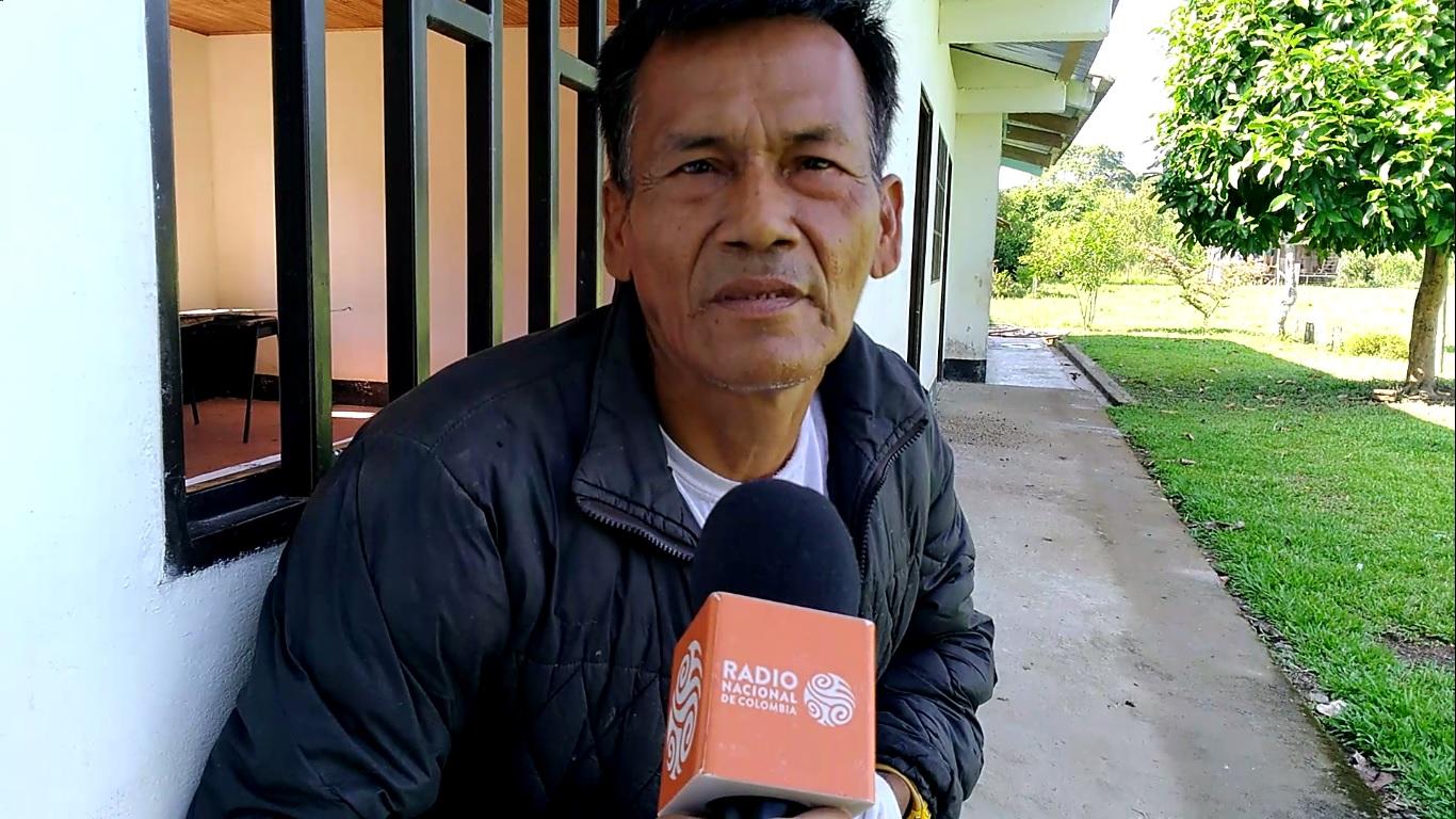 Ezequiel Gaitán Machoa, agricultor de Isla Nueva, cultiva plátano y maíz.