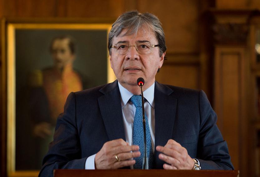 MinDefensa se pronuncia sobre seguimiento a periodistas | Radio Nacional de  Colombia