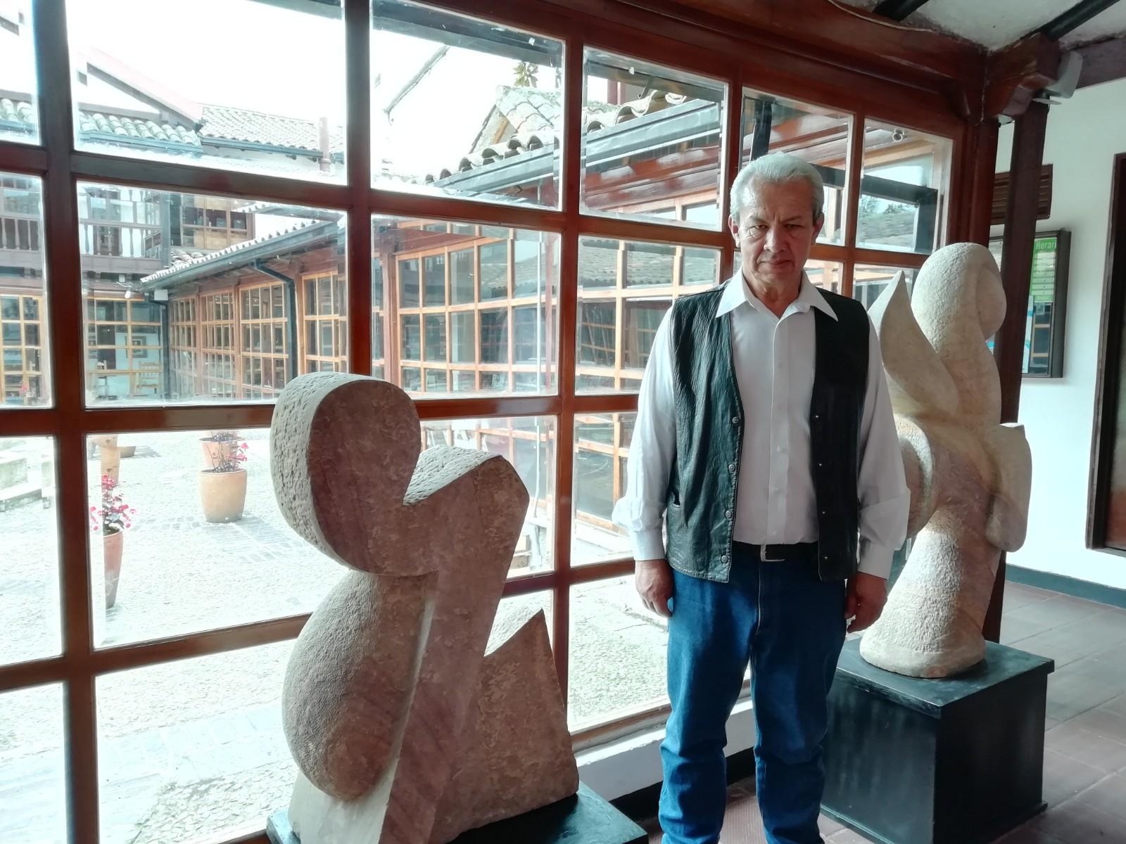 Algunas de las esculturas del artista en la Casa de la Cultura del municipio.