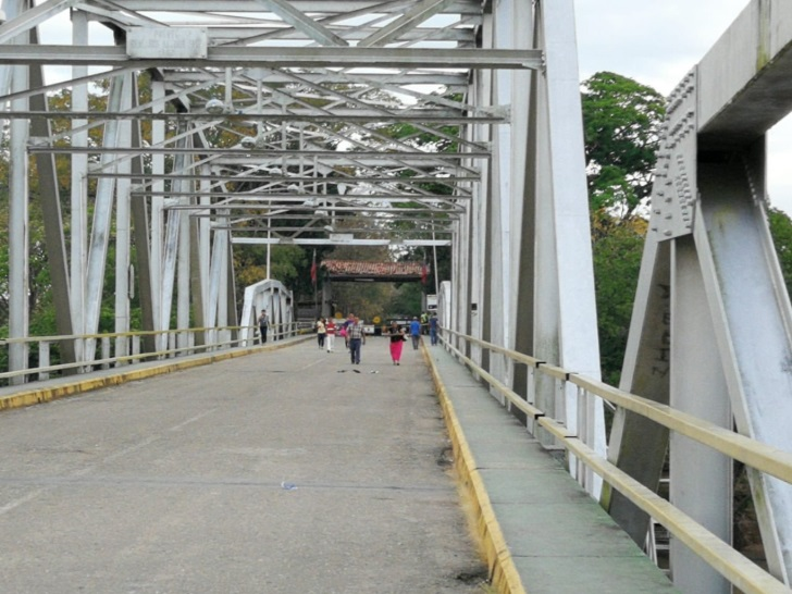 Puente José Antonio Páez. Foto: Twitter Migración Colombia.