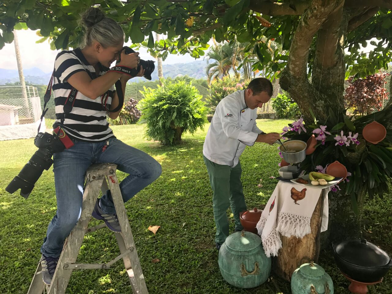 En Chinchiná en la finca San Nicolás, prepararon una sopa de arroz con albóndigas. Cortesía Editorial Pispirispis.