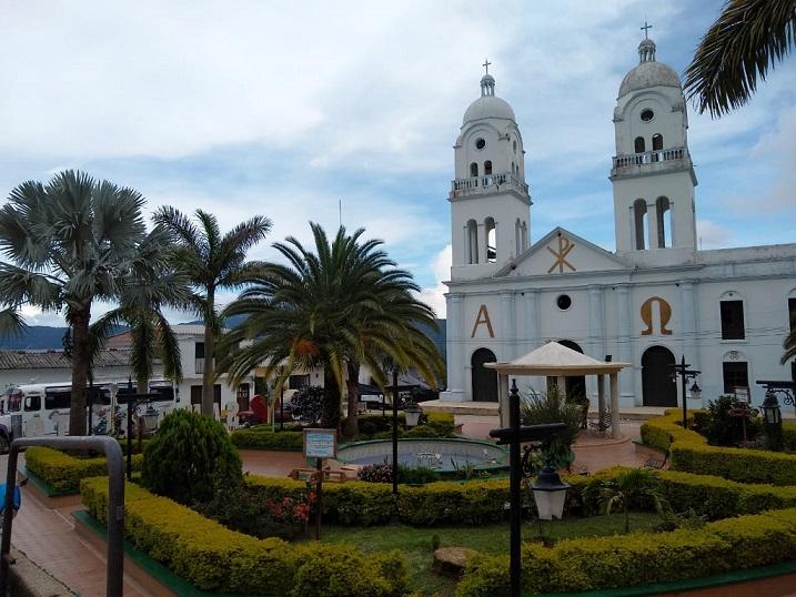 Sus calles pintorescas y el verde frondoso de la plaza principal, reciben a propios y foráneos.