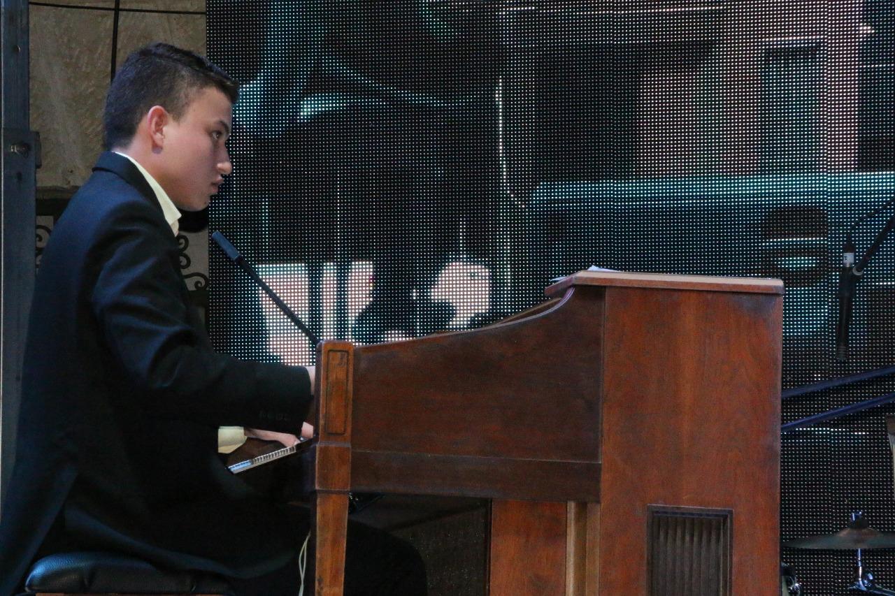 Jonathan Reyes, músico organista. Foto: Dirección de Cultura de San Gil.