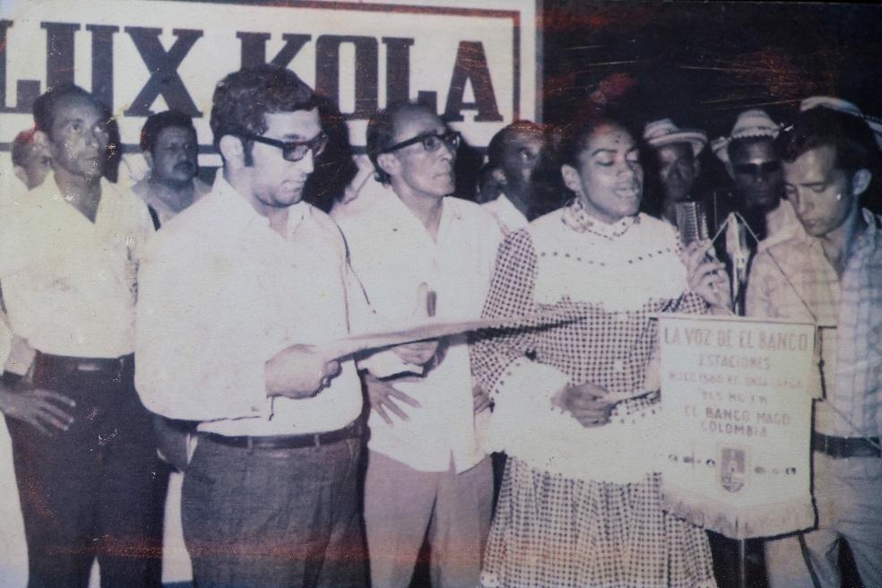 Juan Gossaín, reportero. En la foto, José Barros y Delia Zapata Olivella. Foto: Archivo particular de Juan Gossaín