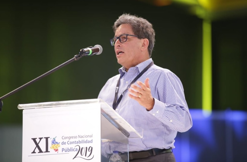 El ministro de Hacienda, Alberto Carrasquilla. Foto Twitter Ministerio de Hacienda.