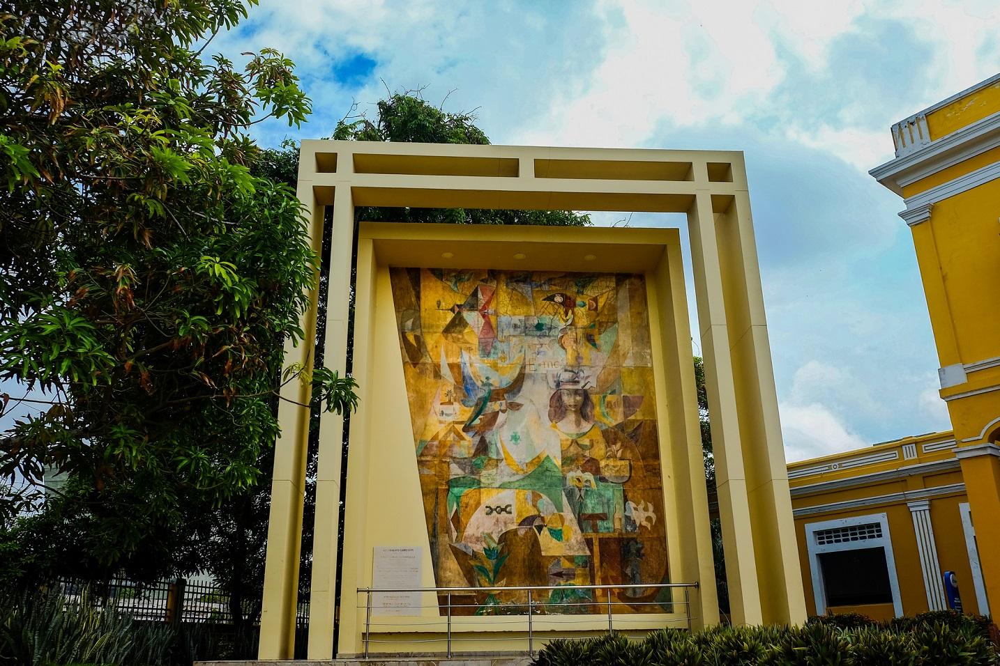 Simbología de Barranquilla por Alejandro Obregón, ubicado en la Aduana de Barranquilla. Foto: Carlos Parra Rios - Secretaría Distrital de Cultura