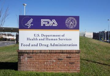 Vista del letrero de la Agencia de Alimentos y Medicamentos de EE.UU. (FDA, en inglés) en Silver Spring, Maryland (EE.UU.), el 20 de noviembre de 2020. Foto: EFE/Michael Reynolds