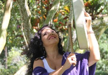 Martha Elena Hoyos estará compartiendo temas como Madre Bachué, una Pachamama colombiana de origen Chibcha, e Hilito de agua, una ofrenda al nacimiento del río Magdalena.
