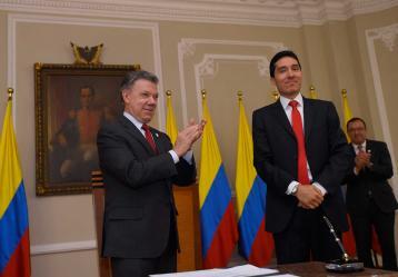 Presidente Santos en el acto de posesión del nuevo director de Planeación Nacional, Luis Fernando Mejía. Foto: Presidencia de la República.