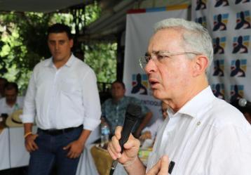 Foto: Fanpage Facebook Álvaro Uribe.