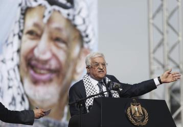El presidente palestino, Mahmud Abás, pronuncia un discurso el pasado 11 de noviembre durante una ceremonia conmemorativa por el 10º aniversario de la muerte del exlíder palestino Yaser Arafat, en Ramala (Palestina). Foto: Archivo EFE/ATEF SAFADI
