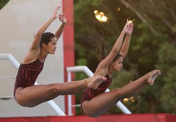 Diana Pineda y Sara Bedoya compiten en la prueba de trampolín 3 metros en los XXII Juegos Centroamericanos y del Caribe Veracruz 2014.