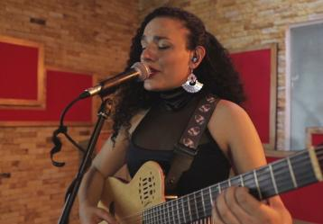 Imagen: Youtube Candé - Huellas live (Andrea Diaz)