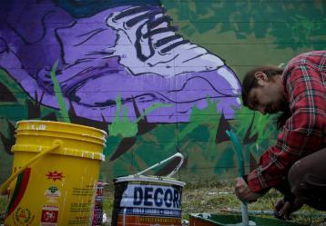 'Barrio Mío, la Ruta del Color' es una iniciativa para pintar las fachadas de 206 viviendas del barrio Villahermosa. Foto: Colprensa. Marzo 2018.
