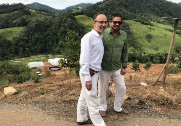 El exnegociador de las Farc, Iván Márquez se reunió en la zona de Miravalle con el embajador Británico Peter Tibbet. Foto: Colprensa. Julio 2018.