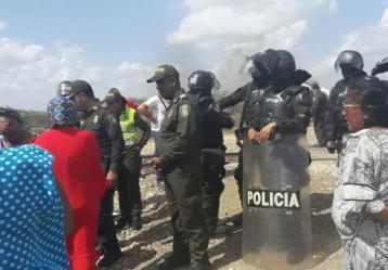 ONIC alerta y denuncia ataque desmedido del ESMAD al pueblo Wayuu en Katsaliamana, en mediaciones de El Cerrejón. Foto: Colprensa