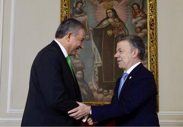 Gerenral (r) Óscar Naranjo en su posesión ante el presiente Santos. Foto: Presidencia de la República - Colprensa