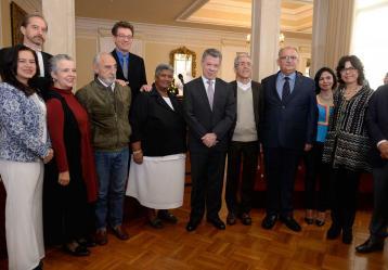 Se posesionaron este martes los 11 integrantes de la Comisión para el Esclarecimiento de la Verdad, la Convivencia y la No Repetición, órgano concertado en medio de los diálogos de La Habana. Foto: Presidencia de la República.