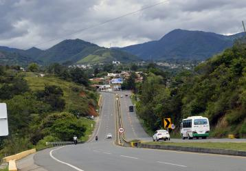 En Nariño solo existen dos kilómetros de doble calzada y están ubicados en el municipio de Chachagüí al ingreso del aeropuerto Antonio Nariño. Foto: Diego Burgos.