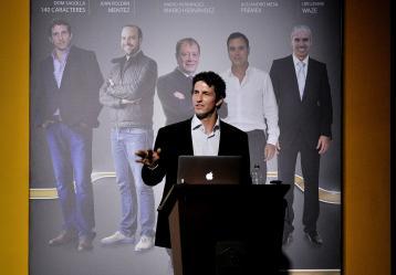 Sagolla y el otro cofundador de Waze, Uri Levine, invitaron a los colombianos a arriesgarse a emprender y a apostar por la innovación como claves para un nuevo negocio. Foto: EFE/COLOMBIA.INN/STRINGER