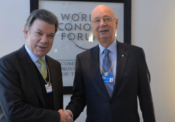 El presidente Juan Manuel Santos junto al Presidente Ejecutivo del Foro Económico Mundial, Klaus Schwab. Foto: Javier Casella - Presidencia de la República