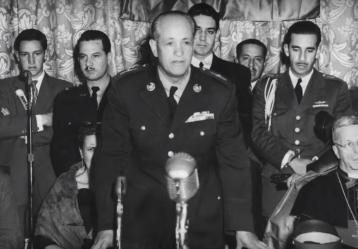 El general Gustavo Rojas Pinilla durante un discurso en el año 1955. Foto: YouTube - Video Señal Memoria.