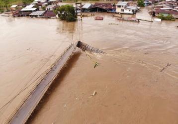 Emergencia ocurrida en el municipio de Lloró (Chocó), donde una creciente causó el colapso del único puente peatonal con el que contaba la comunidad.