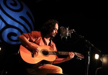 Edson Velandia durante su presentación en el Acústico Radio Nacional. Foto: Sandro Sánchez - RTVC.