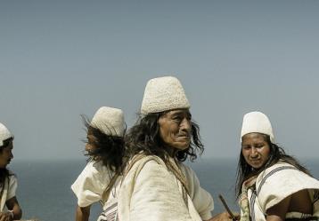 Imagen de la muestra 'Línea Negra: Paisajes sagrados de la Sierra Nevada de Santa Marta', del fotógrafo colombiano Coque Gamboa. Fuente: cancilleria.gov.co