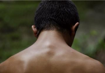 La Jauría' narra cómo el deseo de asesinar a su padre, llevó a Eliú, un adolescente campesino, a matar a otro hombre por error. Foto: Imagen del largometraje.