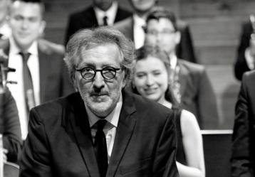 Adrián Chamorro junto a la Orquesta Filarmónica Juvenil.