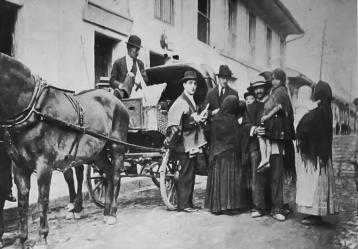 Ambulancia destinada por la Junta de Socorro (Cromos, 1918). Boletín cultural y bibliográfico, Vol. 45, Núm. 78, 2008. Biblioteca Luis Ángel Arango