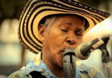 Desde Corozal, Sucre y a ritmo de Cumbia, acordeón y gaita, José Bernardo Arrieta en compañía de Carmelo Torres y Sixto Silgado.