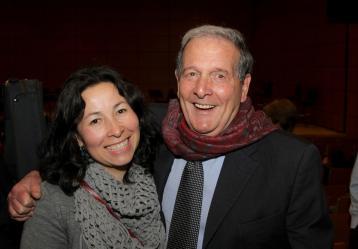 Ricardo de la Espriella junto a Dora Brausin, subgerente de radio.