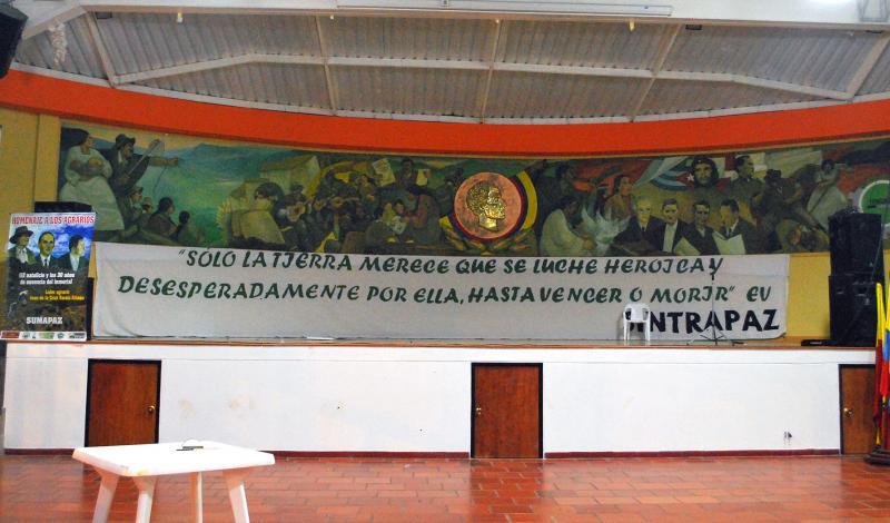 En San Juan de Sumapaz no hay iglesia, pero hay un enorme centro comunitario, donde realizan la mayor parte de las reuniones del campesinado.