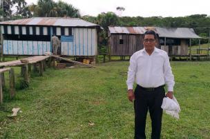 Uno de los habitantes de Peñas Rojas beneficiado por el trabajo de la Binacional. Foto: Mauricio Orjuela.