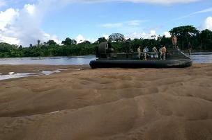 Navegando hacia Puerto Leguízamo (Putumayo), esta nave sufrió un incidente. Foto Mauricio Orjuela.