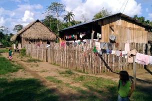 Así vive la comunidad de Puerto Alegría en el Amazonas. Foto: Mauricio Orjuela.