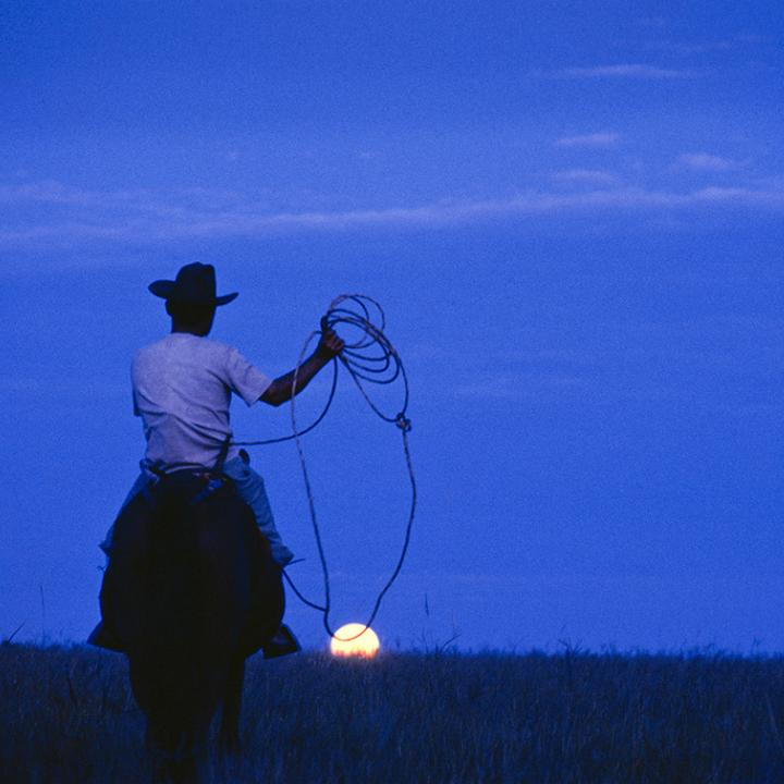 Foto cortesía: Constantino Castelblando. Nombre de la obra: Enlazando lunas.