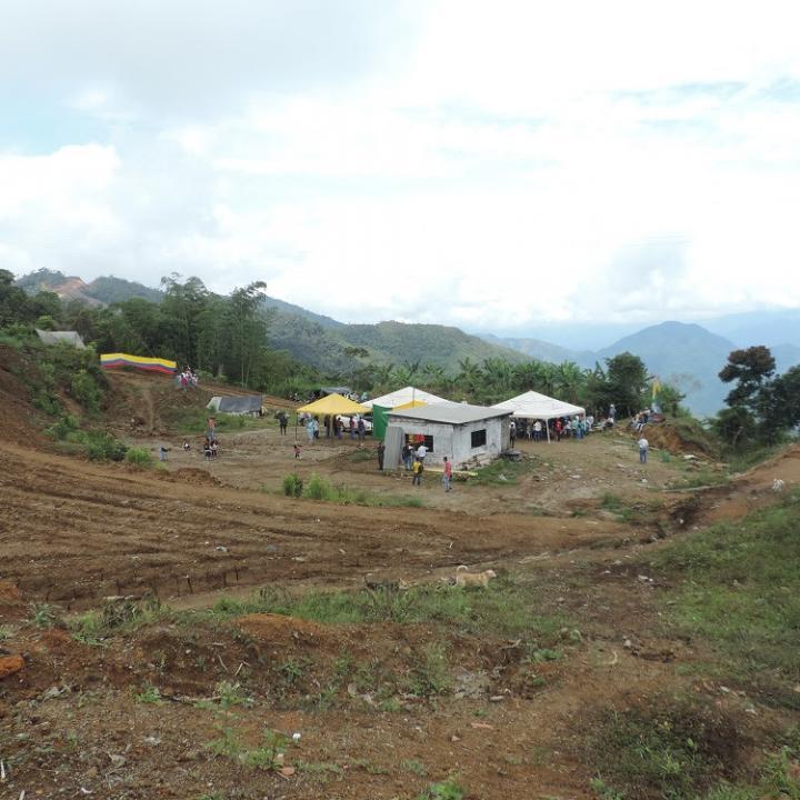 El Congal fue una vereda de Samaná arrasada por el conflicto entre Farc y AUC en 2002. Desde 2016 esperan regresar, a través de acciones judiciales, a sus tierras.