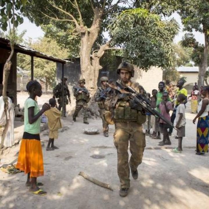 Soldados franceses de la unidad MISCA patrullan las calles de Bangui, República Centroafricana. Foto: Archivo EFE