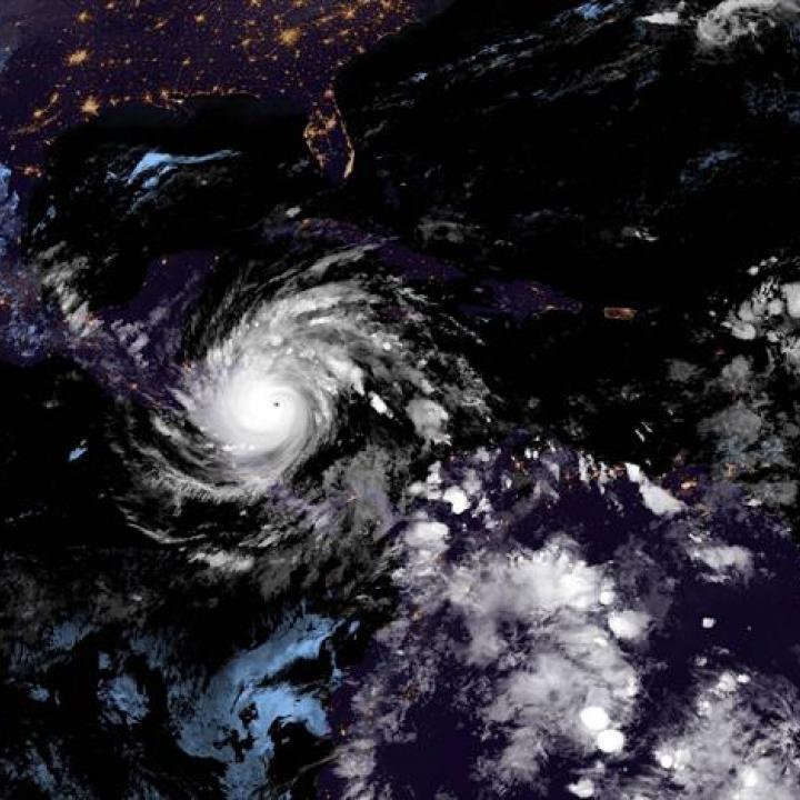 Fotografía satelital cedida este lunes por la Oficina Nacional de Administración Oceánica y Atmosférica (NOAA) de EE.UU., a través del Centro Nacional de Huracanes (NHC). Foto: EFE.