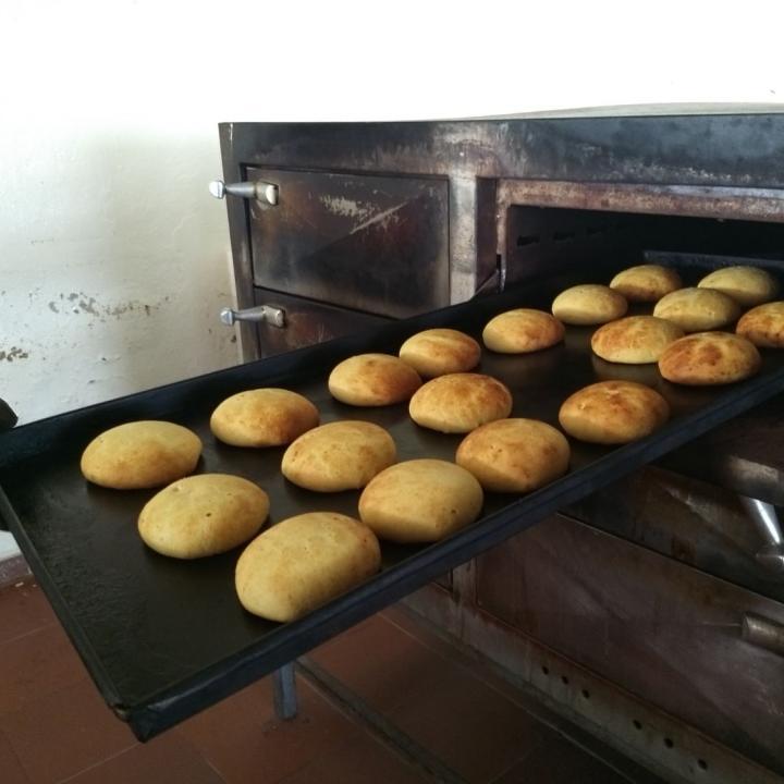 Una de las combinaciones preferidas de los visitamtes de Soacha es una almojábana o garulla acompañada de un tinto o un vaso de masato. Foto: Fausto García