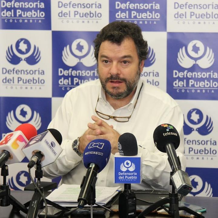 El Defensor del Pueblo, Carlos Alfonso Negret, señaló que uno de los retos consiste en la atención con enfoque diferencial. Foto: Colprensa.