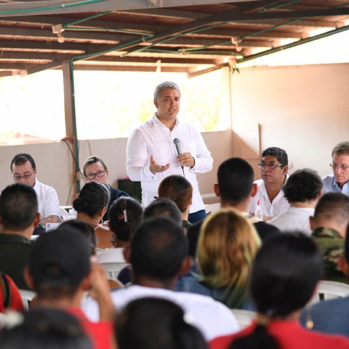 Iván Duque llegó a la vereda de San José de Oriente, en el municipio de La Paz (Cesar) para reunirse con exguerrilleros. Foto: Presidencia de la República.