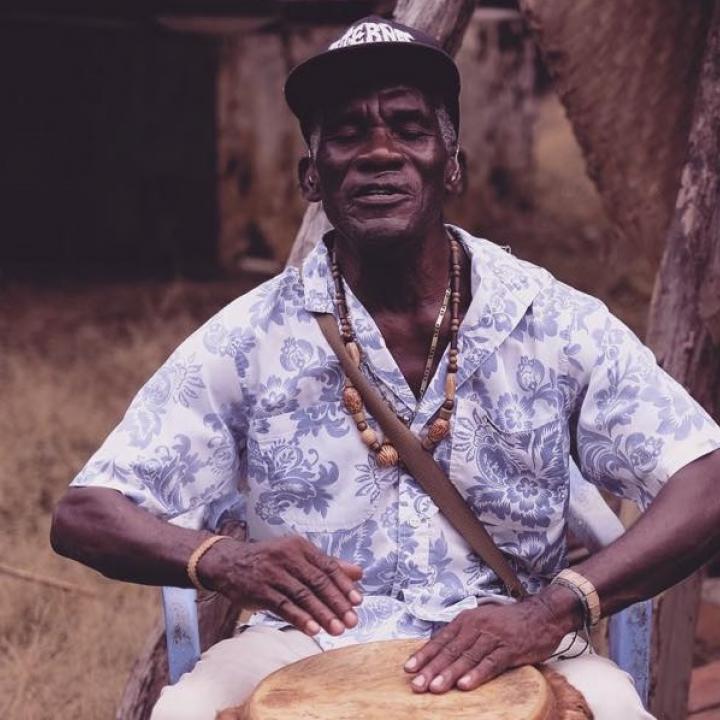 Foto disco de Estrellas del Caribe, agrupación tradicional de ch0ampeta de San Basilio de Palenque. Foto. Guillermo Camacho.